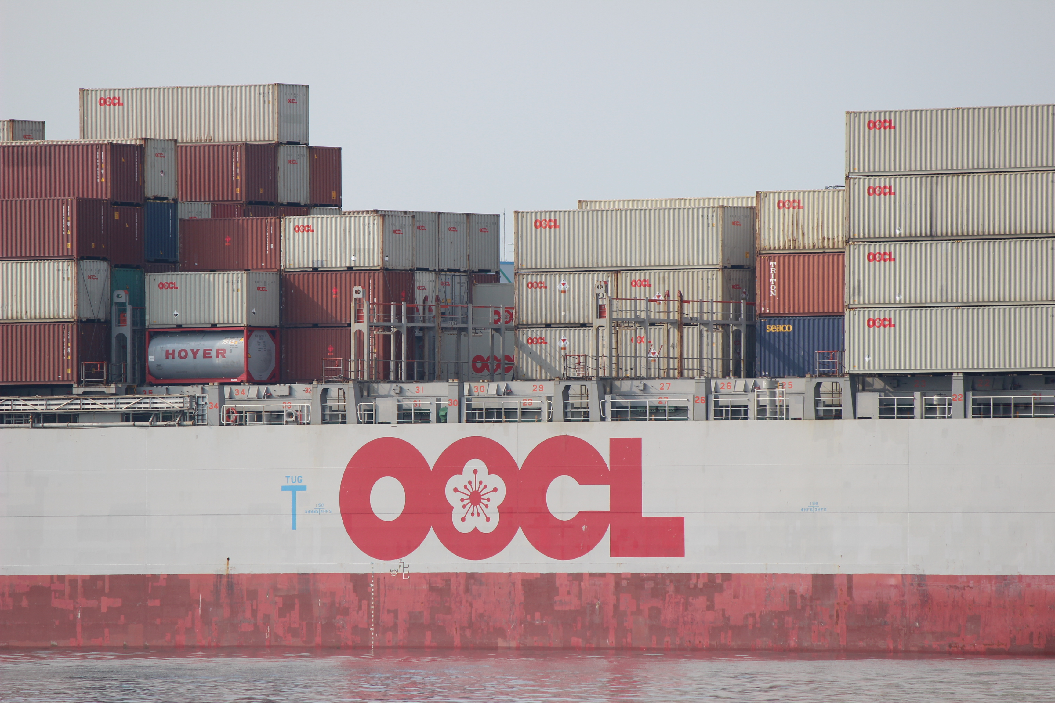 OOCL コンテナ船